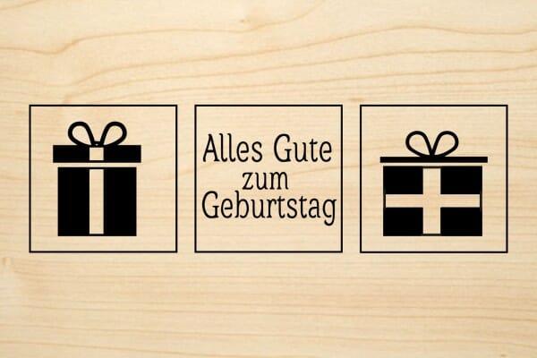 Holzgrusskarte - Geburtstag - Alles Gute zum Geburtstag. Text in Rahmen, zwei Geschenke abgebildet.