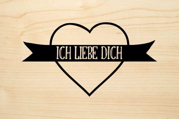 Holzgrusskarte - Liebe - Ich liebe dich. Grosses Herz abgebildet.
