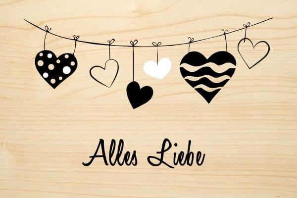 Holzgrusskarte - Glück - Alles Liebe. Wäscheleine mit Herzen abgebildet.