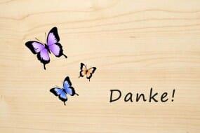 Holzgrusskarte - Danke - drei farbigen Schmetterlingen