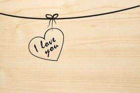 Holzgrusskarte - Liebe - I love you. Text ist in Rahmenherz.
